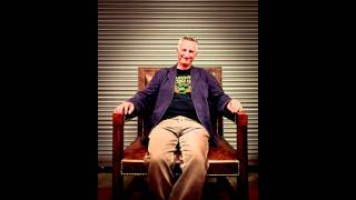BILLY BRAGG : GREAT story about Morrissey & Woody Guthrie cover live