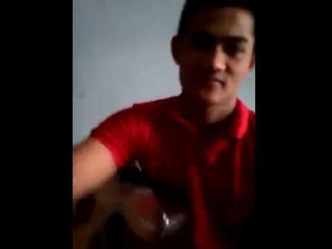 cowok ganteng nyanyi Lagu Batak untuk gadis Batak..............