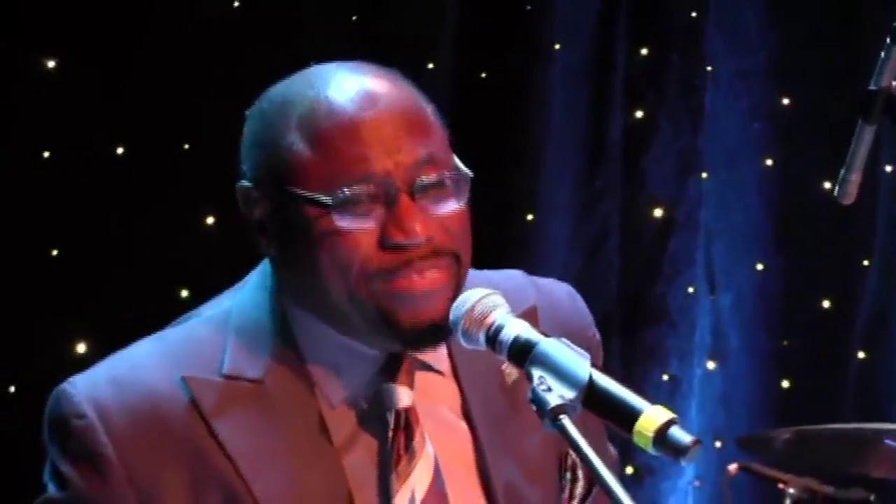 dr myles munroe and the visionaries singing at his 60th birthday