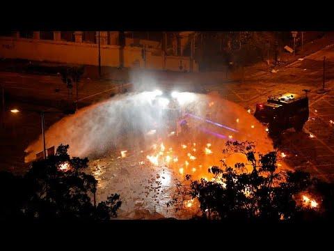 شرطة هونغ كونغ تصعد وتتوعد باستخدام -الرصاص الحي- بعد إصابة شرطي بسهم…  - نشر قبل 9 ساعة