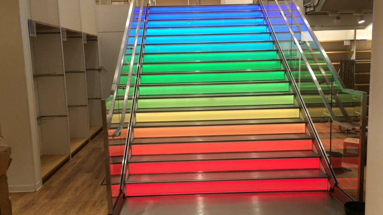 uniqlo store antwerpen rainbow stairs led treppe. Black Bedroom Furniture Sets. Home Design Ideas