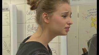 W szkole odkryli, że uczennica nie nosi stanika. Od razu dostała przezwisko [Szkoła odc. 559]