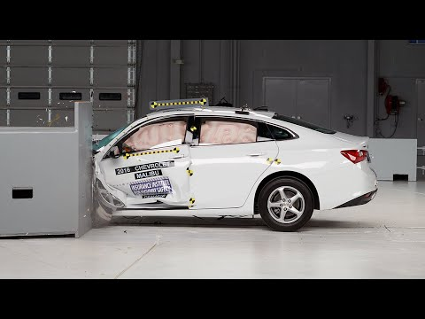 2016 Chevrolet Malibu driver-side small overlap IIHS crash test