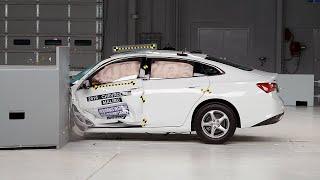 2016 Chevrolet Malibu driver-side small overlap IIHS crash test