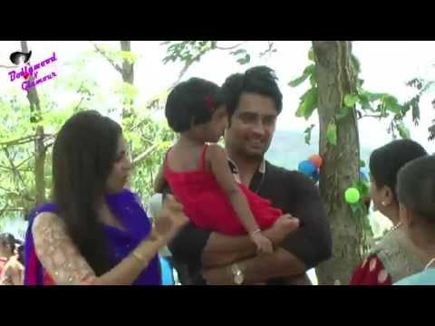 On Location Of TV Serial 'Madhubala' RK & Madhu Feeding Poor Children