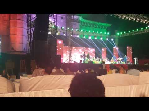 Lovely song by Roop Kumar to chalu to chalu in butifull Gateway of India don't miss to watch
