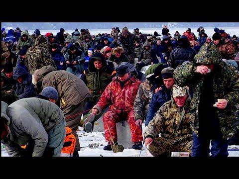Рыбалка 2020, ОНИ НЕ ЛЕЗУТ В ЛУНКУ! ПОКЛЕВКИ - ОТДАЙ УДОЧКУ! Ловля КРУПНОГО СУДАКА в Базаре, Волга.