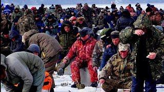 Рыбалка 2020 ОНИ НЕ ЛЕЗУТ В ЛУНКУ ПОКЛЕВКИ ОТДАЙ УДОЧКУ Ловля КРУПНОГО СУДАКА в Базаре Волга