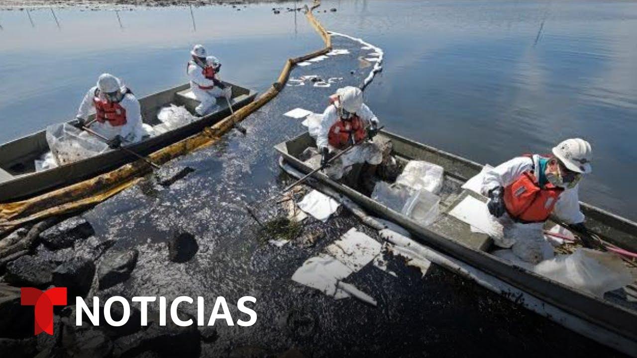 Intentan contener un derrame de petróleo en California