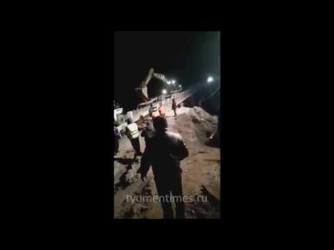 Длинномер падает с моста после ДТП, Тюмень - Ханты-Мансийск, 580 км, 20.10.2019