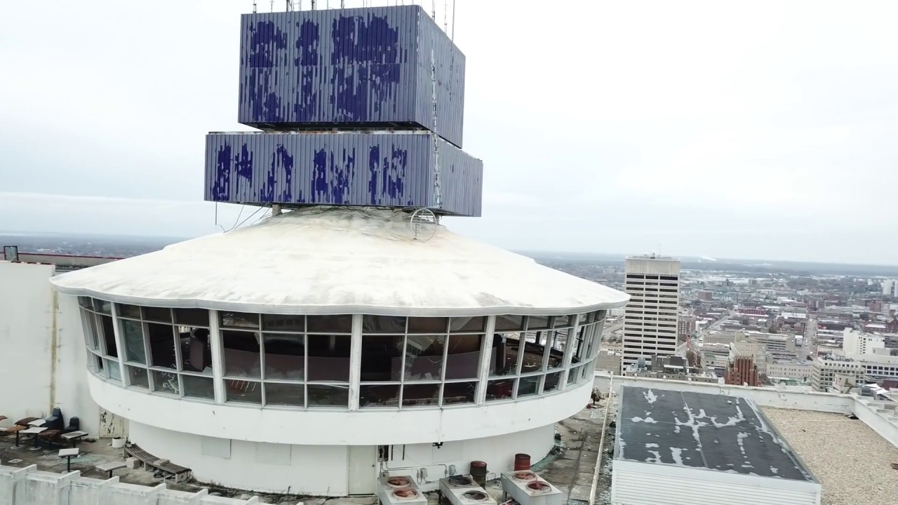 what is the tallest building in memphis tennessee