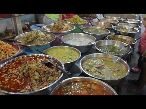 Thai Street Food at Siam Country Club Road Food Market, Pattaya Thailand 🇹🇭