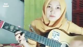Subhanallah wanita berhijab pintar main gitar | cewek jago main gitar | Vidio viral cewek gituan