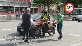 Следственный эксперимент в Киеве на Вохдухофлотском: напомним, в столкновении авто и мото серьезно п
