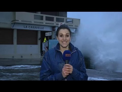 Fanny chute à Saint Malo grandes marées Vendredi 20 Février 2015de YouTube · Durée:  2 minutes 4 secondes