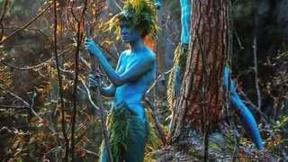 How to save money on a wedding dress - don't wear one! Avatar fans tie the knot NAKED in area