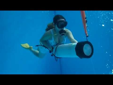 11192016Watermanship practice with just holding a tank linked regulator set swimming-雨彤