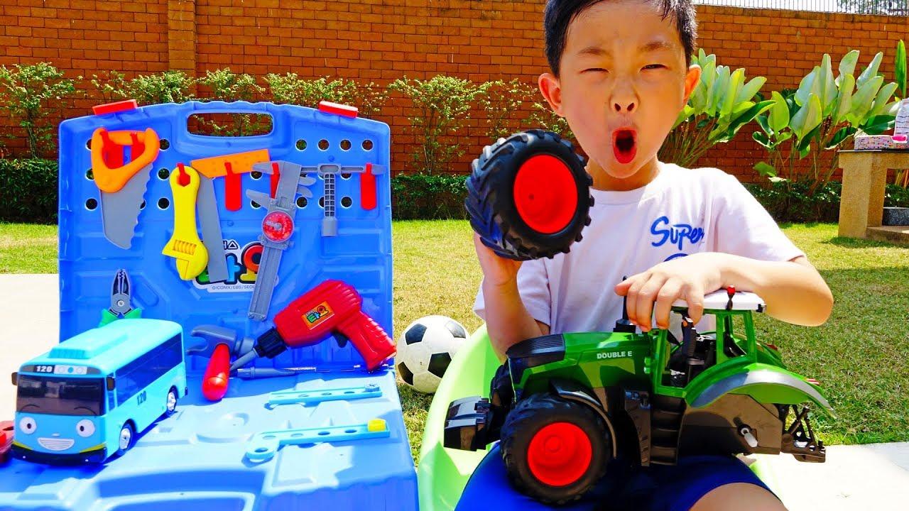 트랙터 바퀴 빠졌어요! 예준이의 타요 버스 전동 공구놀이 자동차 장난감 수리놀이 디즈니 맥퀸 Tractor Wheel Repair Tayo Bus Tools Toy Play