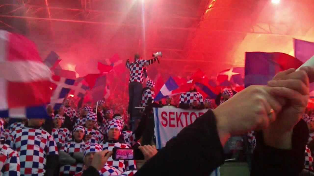 Górnik Zabrze – Wisła Kraków: Wisła Kraków 20.11.2011 TORCIDA DOPING