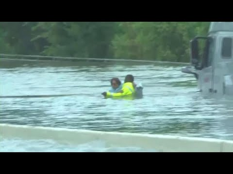 Thousands flee Houston as flooding continues