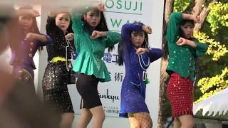 荻野目洋子&登美丘高校バブリーダンス [御堂筋ランウェイ2017/11/12]著...