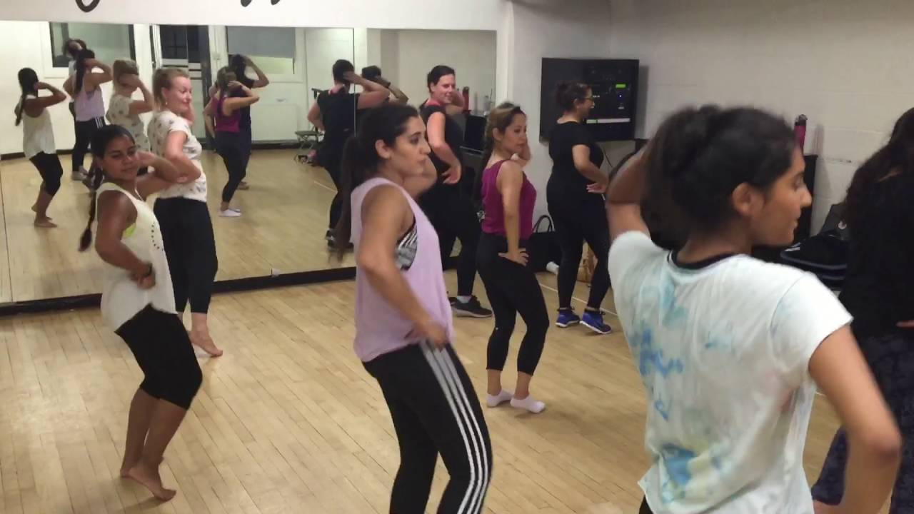 Download Cham Cham | Baaghi | Bollywood Fusion dance class at Pineapple Dance Studios