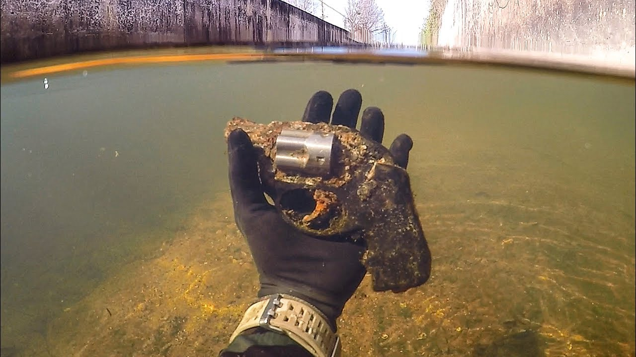 Found Possible Murder Weapon Underwater in a Shallow Urban Canal! (Police  Called) 9e1a8165a