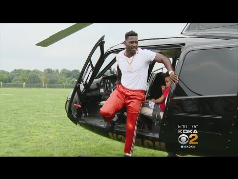 steelers-arrive-at-training-camp-in-style