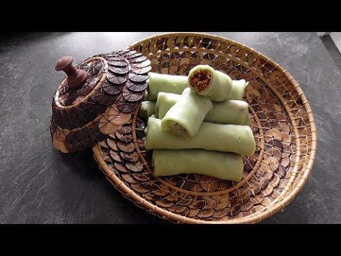 Flensjes gevuld met kokos en palmsuiker (Dadar gulung) Vegan/vegetarisch