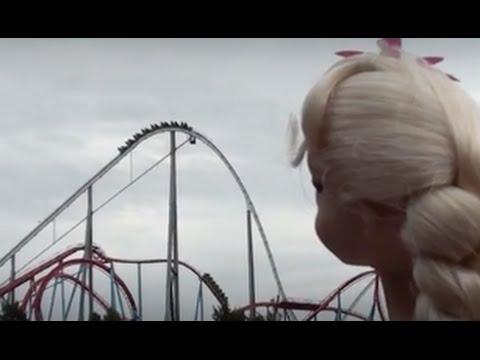 Frozen Anna and Elsa go back to the theme park PART 2- Halloween decorated amusement park