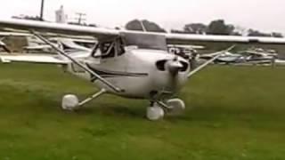 הסעת המטוסים ממשטח הדשא למסלול באושקוש taxing aeroplain in oshkosh