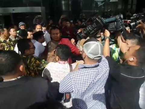 Fahd Ditahan, Kader AMPG Bikin Ricuh di Gedung KPK