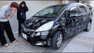 後輩の車がズタボロの傷だらけにされとる。