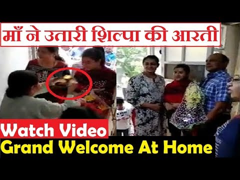 Watch Video: Shilpa Shinde Grand Welcome at Home|| Shilpa After Winning Bigboss 11
