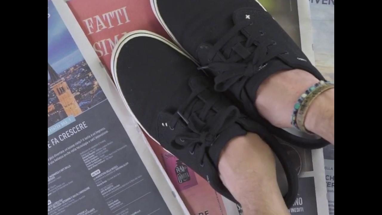 sessuale Petulanza delucidazione  Come togliere il cattivo odore dalle scarpe - YouTube