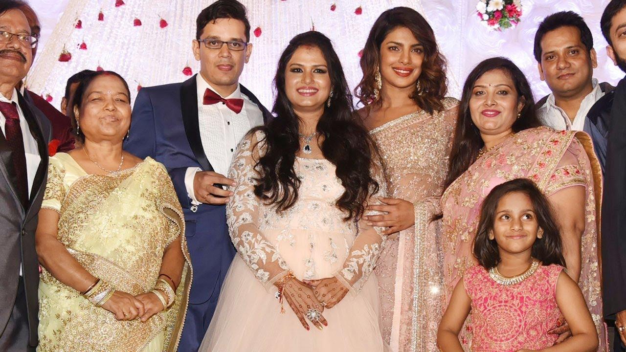 Priyanka Chopra Visits Her Manager S Daughter S Wedding Reception