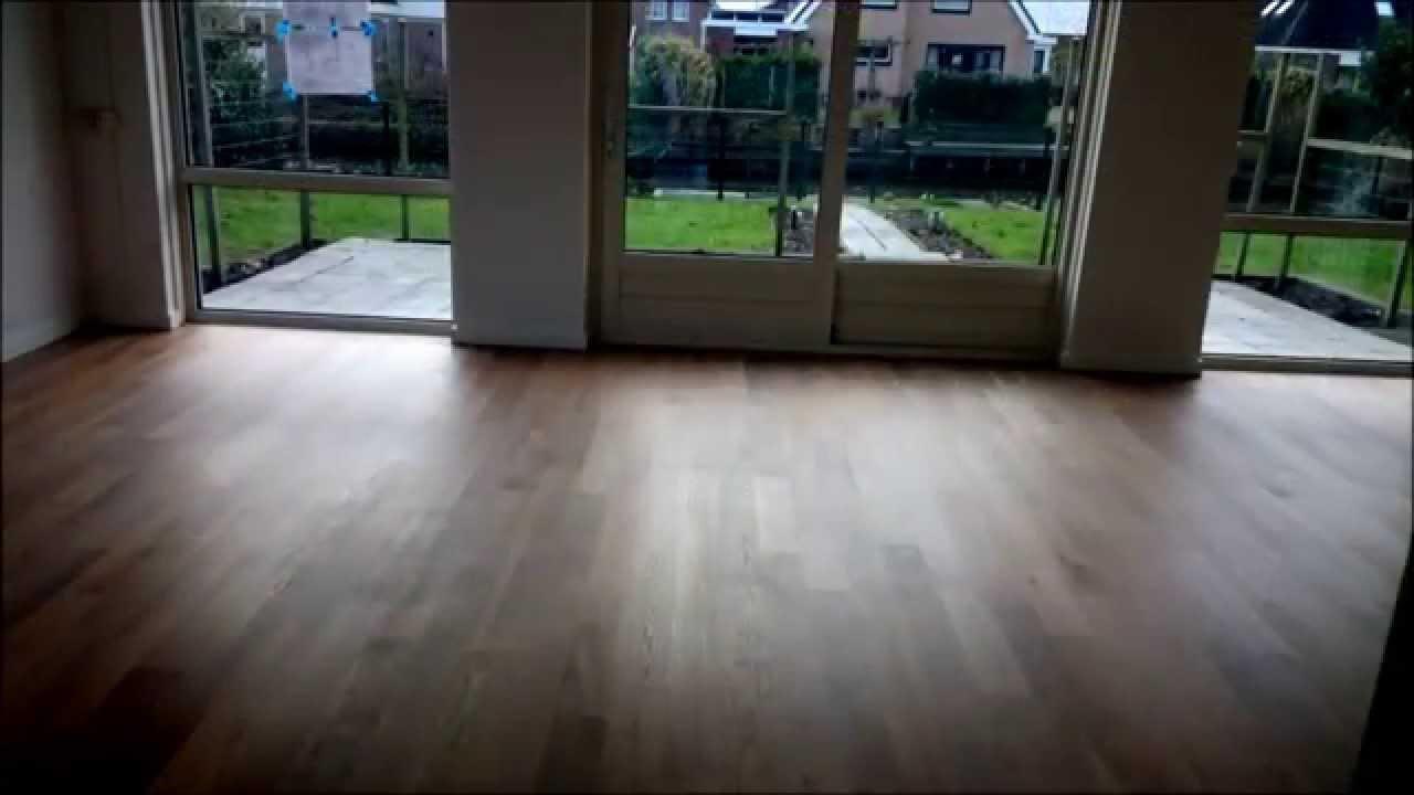 Eiken houten vloer stofvrij schuren oliën met kleur sky grey