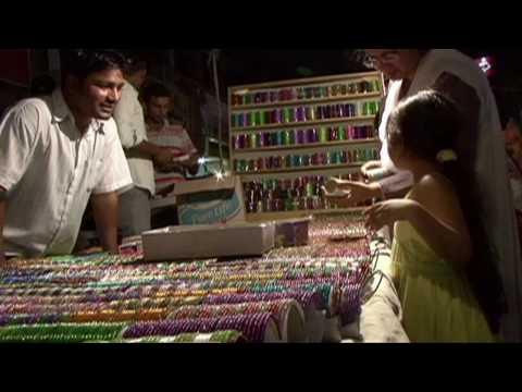 Pakistanis celebrate Eid al-Fitr with street fairs