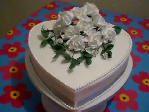 heart-wedding-cake-with-sugar-roses