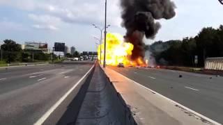 Unfall auf Autobahn mit explodierenden Gasflaschen
