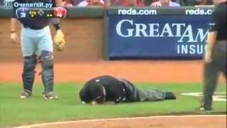 бейсбол сломал биту и вурубил