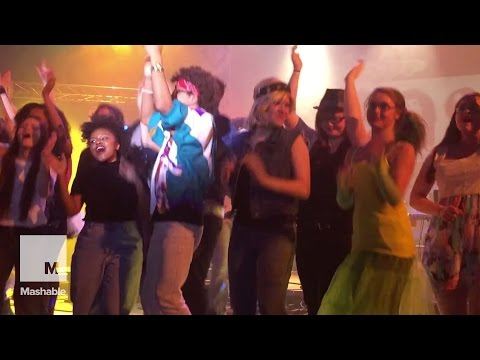 The only thing that can stop a rendition of 'Don't Stop Believin' is a stage collapsing | Mashable