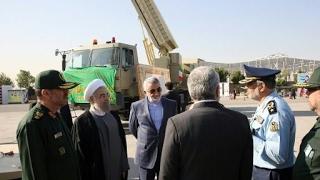 إيران تنفذ مناورات عسكرية تشمل إطلاق صواريخ وسط توتر مع واشنطن