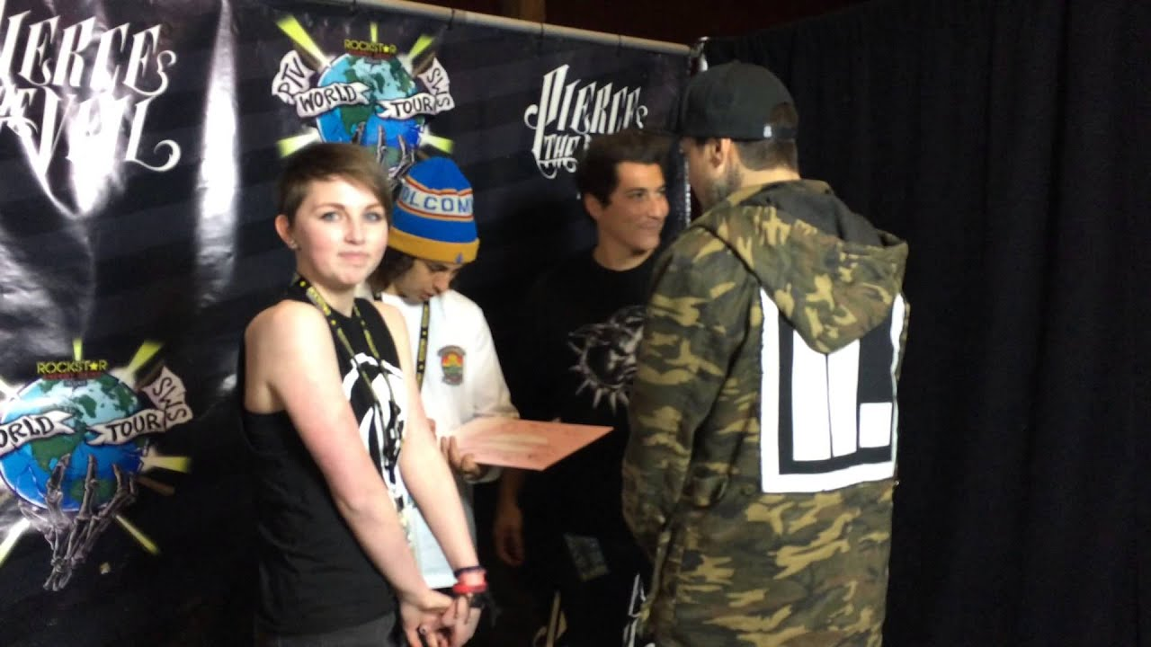 Pierce the veil and sleeping with sirens meet and greet youtube pierce the veil and sleeping with sirens meet and greet m4hsunfo