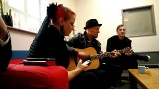 Skunk Anansie - Weak (Acoustic session with Ace during Victim video shoot)