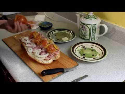 comment-faire-un-sandwich-sous-marin-québécois-jambon-oignon-fromage-tomate