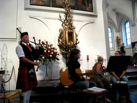 Amazing Grace, vocals and bagpipe