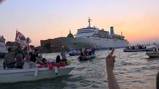 فيديو..مظاهرة بالبندقية على المراكب