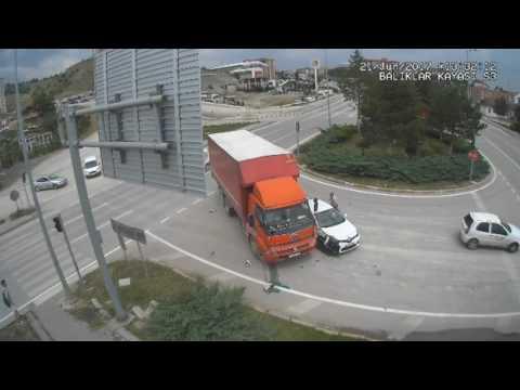 Karabük`de Kazalar Mobese Kameralarına Yansıdı