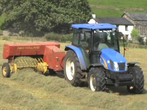 Baling with New Holland 276 and New Holland T5040